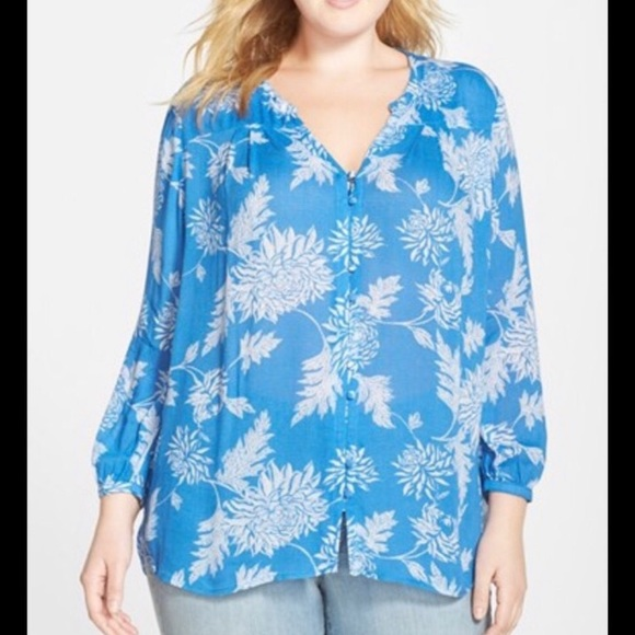 Lucky Brand Tops - Lucky Brand blue floral blouse - Size Small